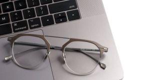 Tips Membersihkan Lensa Kacamata
