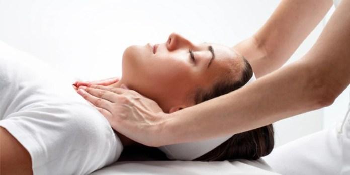 Imposição das Mãos Práticas Terapêuticas SUS