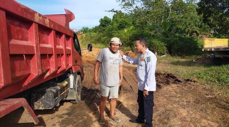 Berceceran dan Bahayakan Pengguna Jalan Lain, UPT LLA Dishub Berikan Himbauan Kepada Sopir Truck