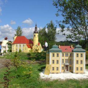 Park Miniatur Zabytków Dolnego Śląska w Kowarach.