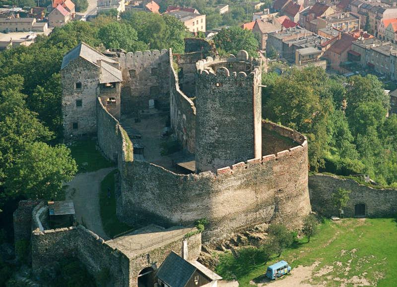 Zamek Bolków z lotu ptaka.