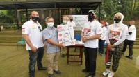 Bamsoet Bantu Sembako dan Makanan Satwa ke Bandung Zoological Garden
