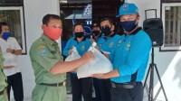 Petugas Kebersihan dan Penjaga Malam Balai Kota Tagal Dapat Bantuan Sembako