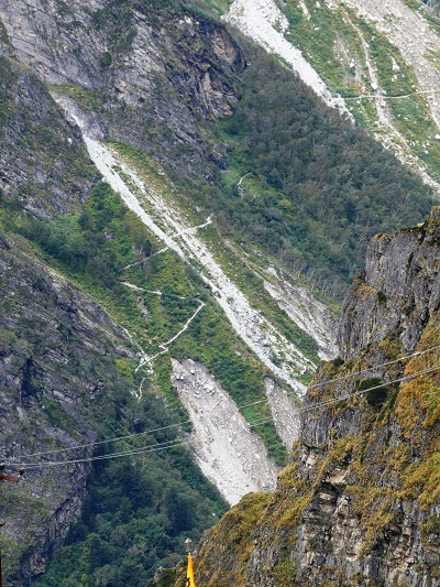 A view of the VOF track from Hemkund