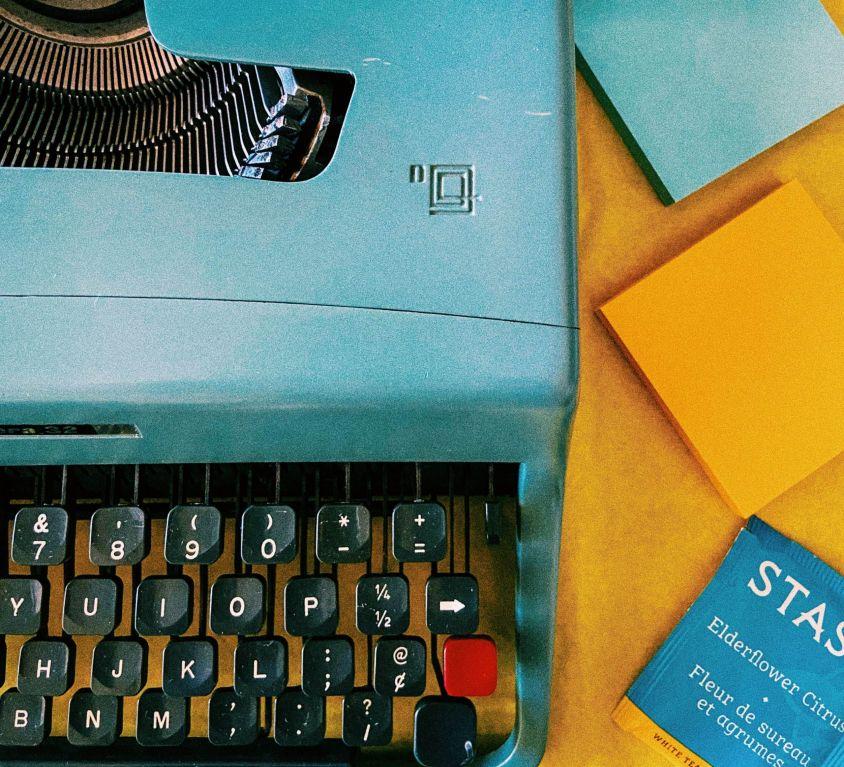olivetti 32 typewriter