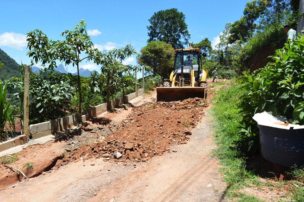 Espaços públicos e estradas ganham manutenção do Governo Municipal