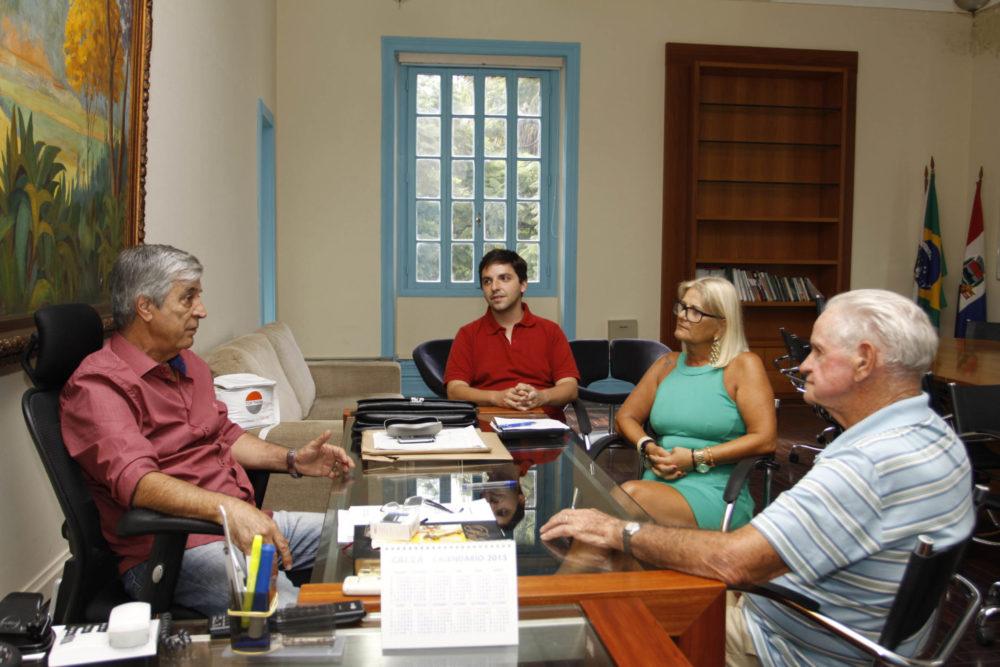 Apae Teresópolis: Governo coloca pagamento em dia, garante merenda, combustível e APAE reinicia atividades