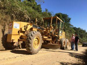 Parceria entre Prefeitura e Emater agiliza recuperação de estradas na zona rural