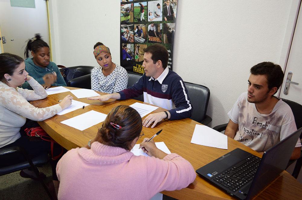 Curso que ensina a preparar currículo é promovido pela Prefeitura