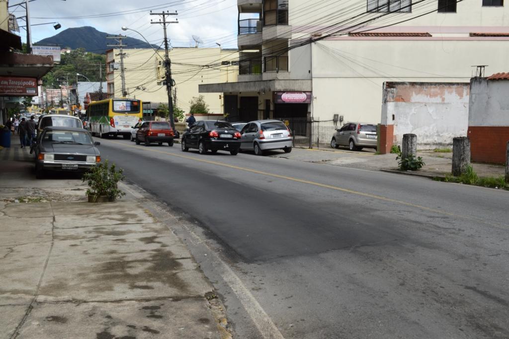 Prefeitura repara asfaltamento de importantes vias da cidade