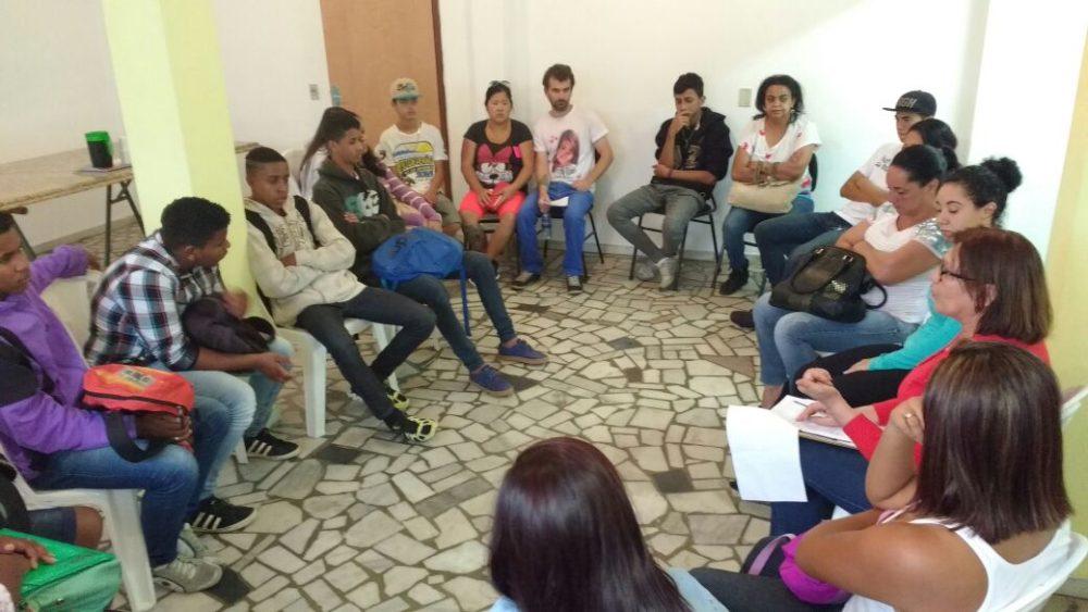 Adolescentes participam de encontro mensal no CRAS Alto