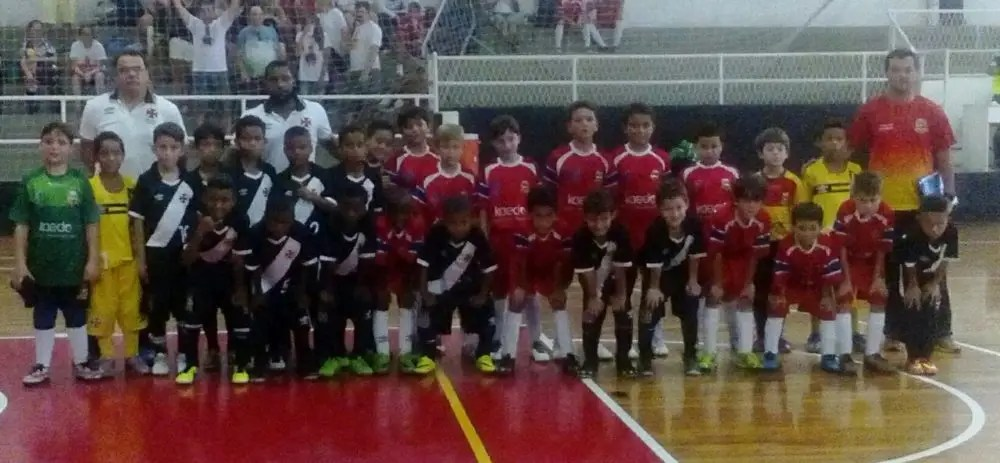 Equipes de base de Teresópolis disputam estadual de futsal