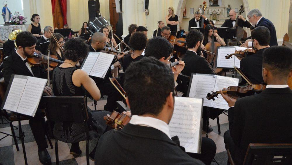 Espetáculo da Orquestra e Coro da Universidade Candido Mendes