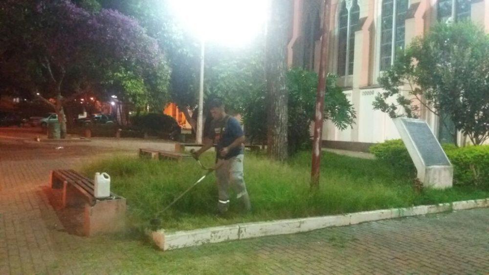 Serviços Públicos atende Praça Santa Teresa com capina e limpeza