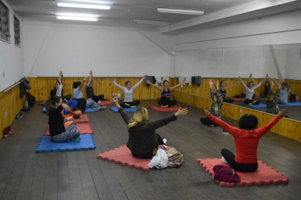 Prefeitura oferece aulas gratuitas de Yoga no Pedrão