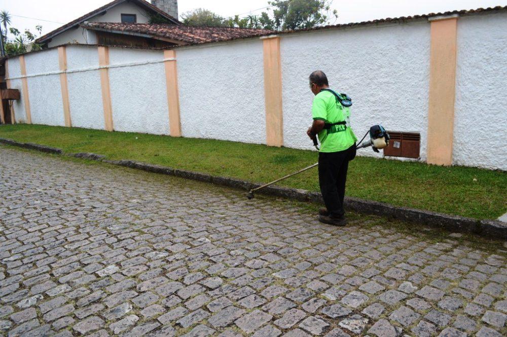 Ruas do Alto continuam recebendo reparos em galerias, capina e limpeza