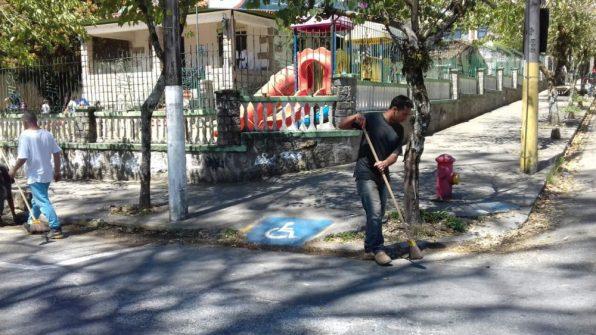 Cmei Marília Morgado Carneiro, no Alto, recebe limpeza da prefeitura