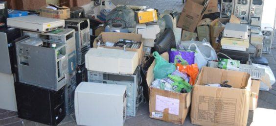 Diversos tipos de material eletrônico são recolhidos durante a ação, na Calçada da Fama