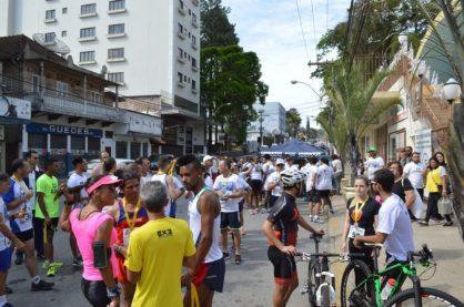 Organizada pela Paróquia de Santo Antônio, a 1ª Corrida pela Vida reúne cem participantes