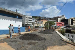 Muro de contenção e recuperação da Rua Manuel Madruga, em fase final