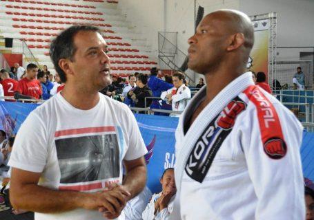 Secretário de Esporte Luiz Otávio Oliveira e o campeão mundial Delson Pé de Chumbo