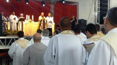 Dom Gregório Paixão, bispo da Diocese de Petrópolis, preside a missa