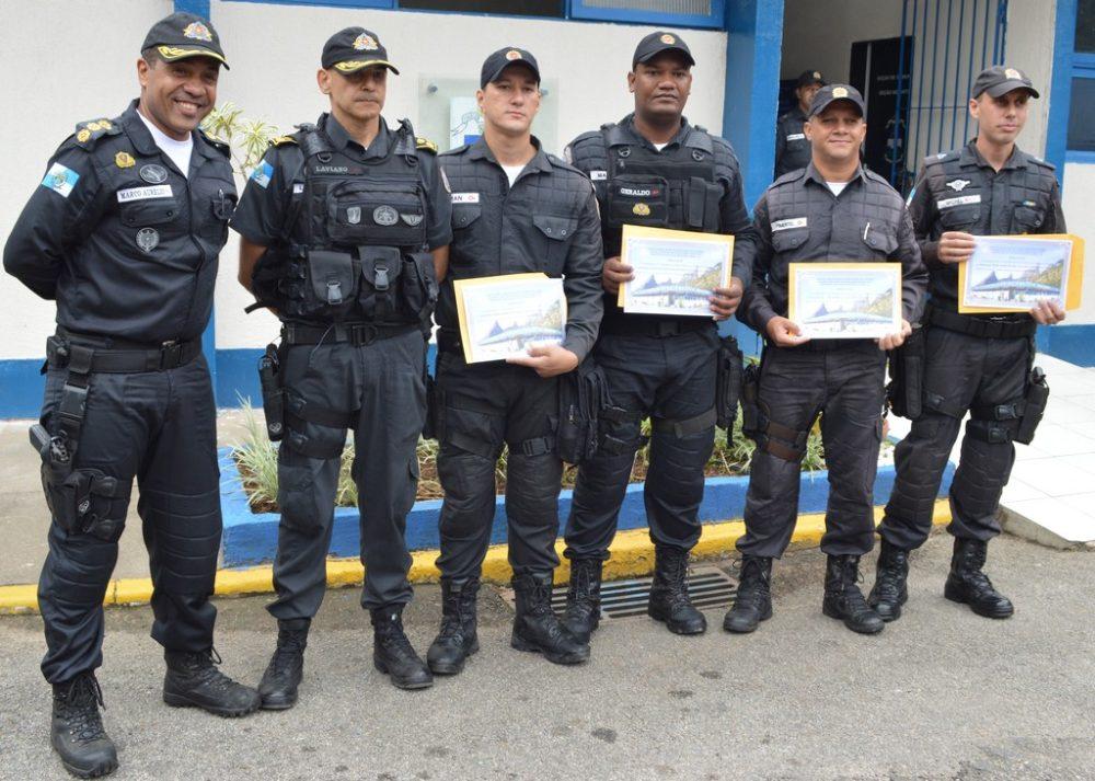 Prefeito Pedro Gil acompanha serviços para solucionar alagamentos na Rua Acre