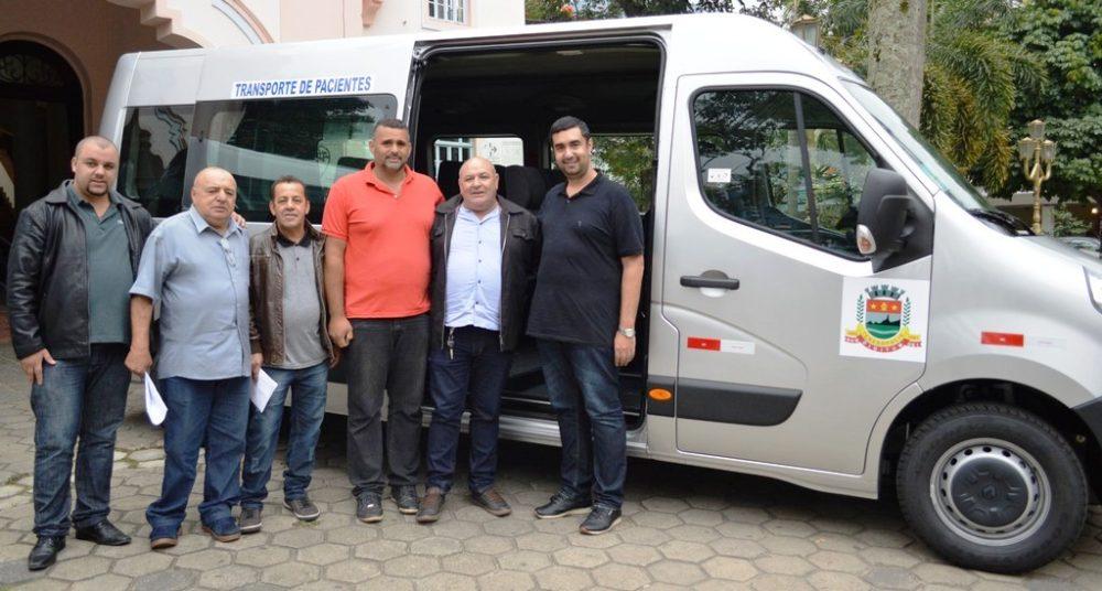 Prefeitura recebe duas vans destinadas a Teresópolis por emenda parlamentar para atender a Saúde