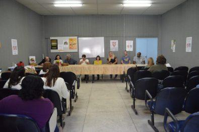 Mesa de conversa com participantes do Programa