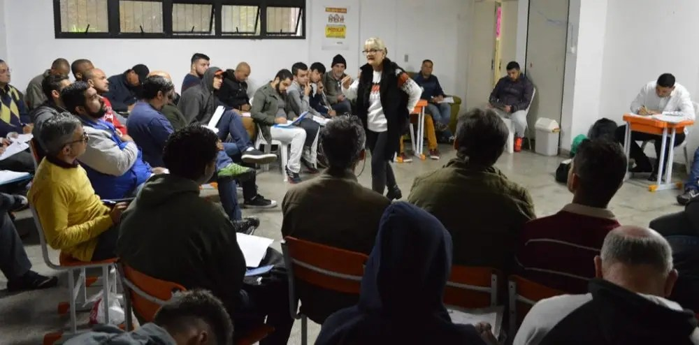 Empresa de Telecomunicações preenche 137 vagas de emprego em Teresópolis