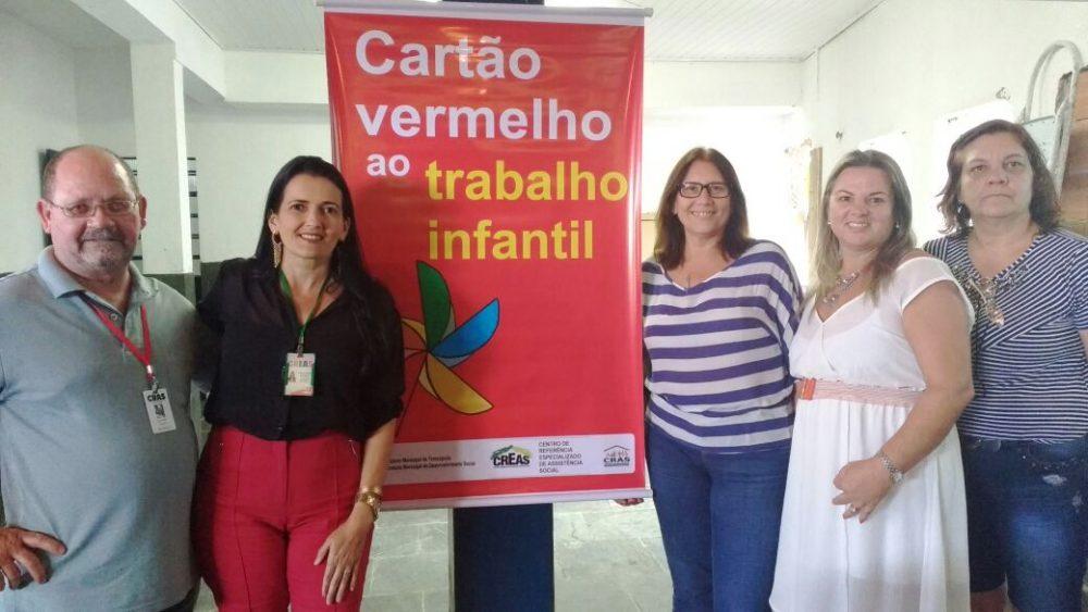 Equipes do CRAS Alto, do CREAS e da Escola Mons. Mario Bennassi unidas contra o trabalho infantil,