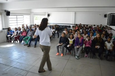 Alunos da Escola Municipal Maçom Lino Oroña Lema assistiram uma palestra sobre o sinal de TV Digital