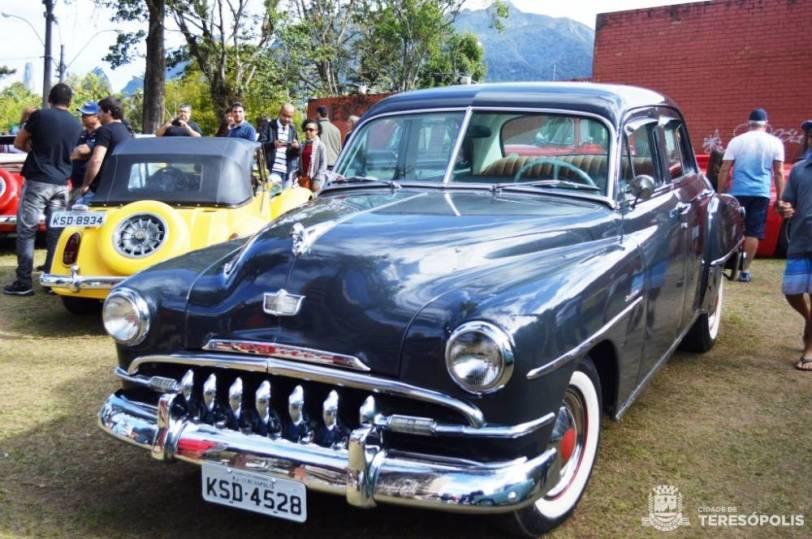 Modelos clássicos, originais e modificados, fazem parte da exposição de carros antigos