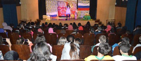 Alice no País da Copa' encanta alunos das escolas municipais Alice Suassuna e Antônio Santiago