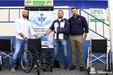 Prefeito Vinicius Claussen recebe doação de Rafael Borba e Alessandro Brandão, coordenadores da campanha