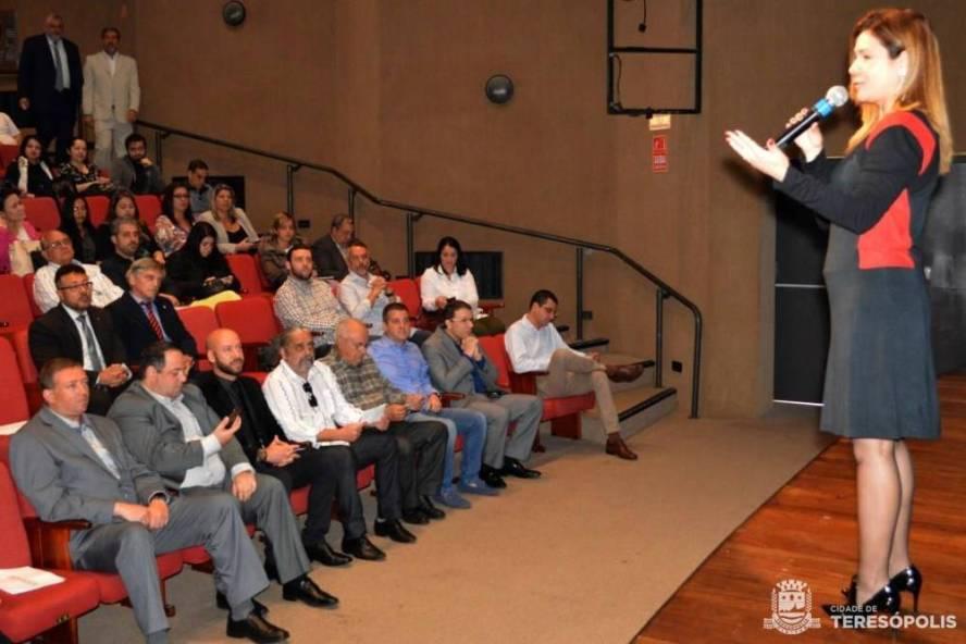 Cláudia Pacheco, coord. regional do Sebrae, destaca a importância de facilitar o processo de abertura de empresas