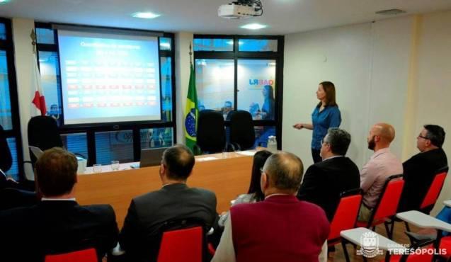 Yára Medeiros, sec. de Controle Interno, apresenta levantamento da grave situação orçamentária e financeira de Teresópolis