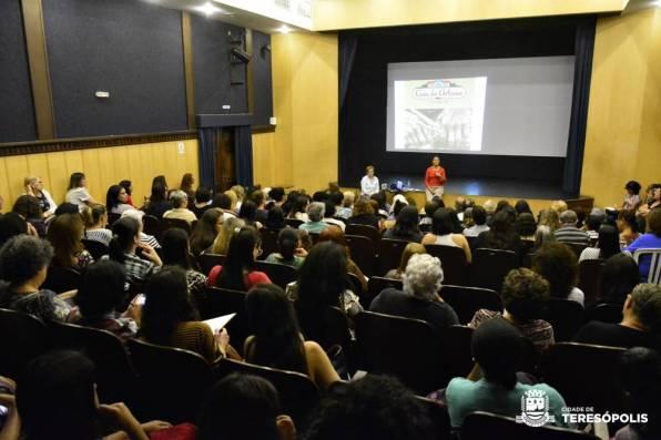 Artesãos lotam o Teatro Municipal na reunião setorial realizada pela Secretaria de Cultura