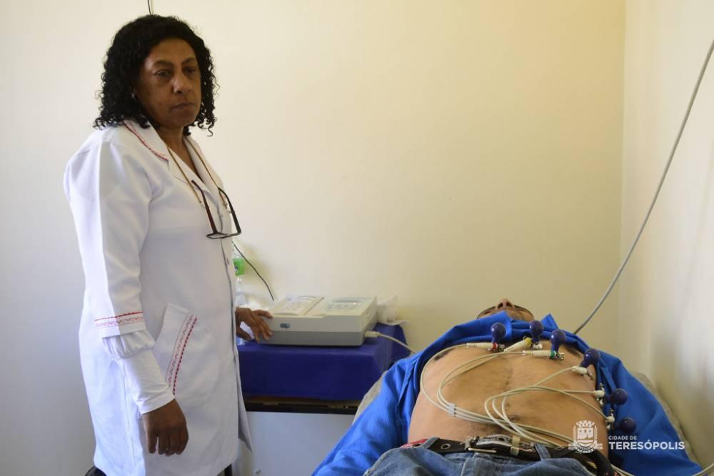 Paciente faz eletrocardiograma