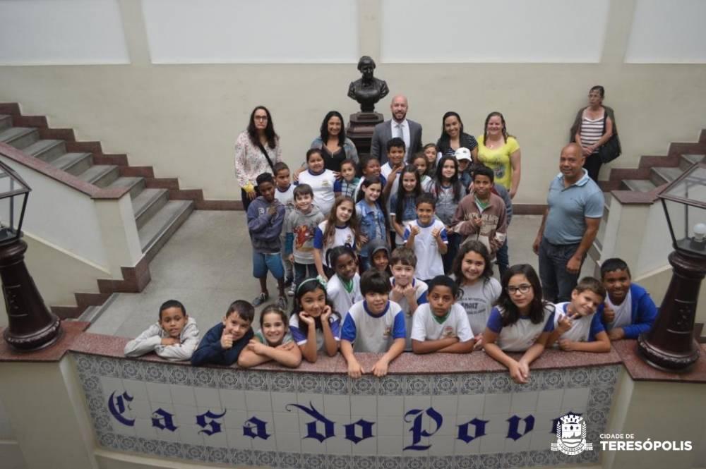 ESTUDANTES DE SERRA DO CAPIM E ÁGUA QUENTE PARTICIPAM DO PROJETO 'OLHAR TERESÓPOLIS'