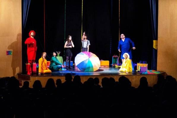 Público prestigia mais uma peça no Teatro Municipal