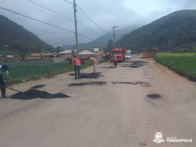 Secretaria de Agricultura faz melhorias na estrada de Vale Alpino