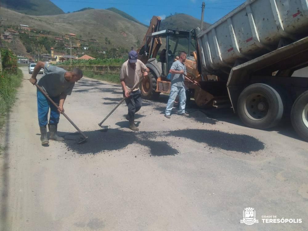 Prefeitura faz manutenção de ruas, praças, galerias e rede elétrica