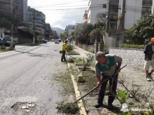 Um dos locais que recebeu o 'faxinaço' foi a Rua Sebastião Teixeira, indo para a Tijuca