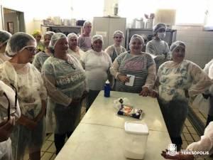 Mulheres rurais de Teresópolis e do Conselho da Mulher participam de oficina culinária