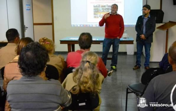 O palestrante Antonio Oscar Vieira, da UFRJ, e o secretário de Meio Ambiente, Raimundo Lopes