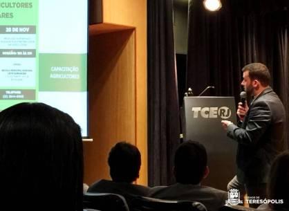 Palestra de Lucas Guimarães sobre chamada pública da merenda escolar em evento do TCE-RJ