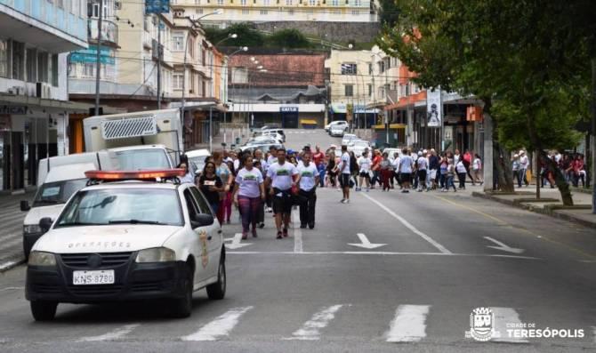 Ponto de saída da caminhada 'Movimenta Terê', no Parque Regadas. Todo percurso foi acompanhado pela Guarda Municipal e a PM