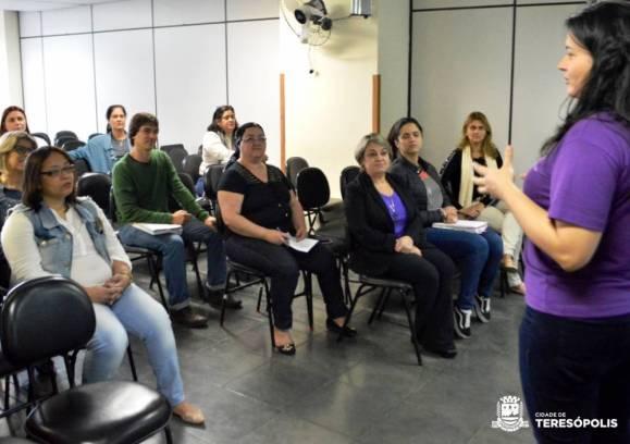 Secretária de Educação Rosana Mendes e equipe técnica acompanham o curso