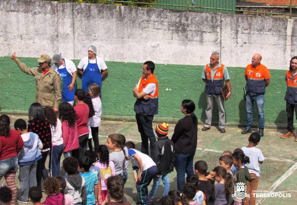DEFESA CIVIL DE TERESÓPOLIS FAZ TREINO